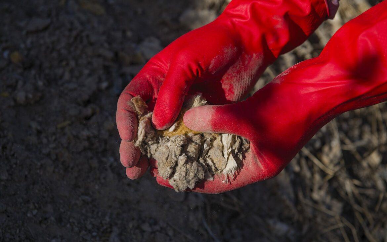 """Bakanlık Asbest Tepesi'ndeki yasadışı atıklar hakkında """"Çalışma başlattık"""" dedi ama sorumluların nasıl tespit edileceği belirsiz"""